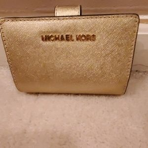 NWT Michael Kors Gold Wallet Jest Set Travel